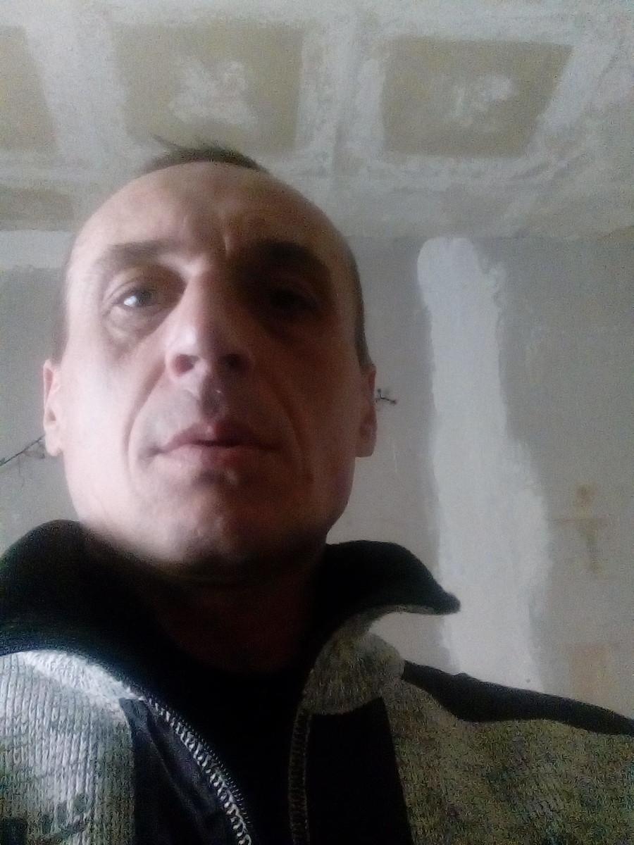 Знакомства Лысьва, фото мужчины Олег, 44 года, познакомится для флирта, любви и романтики, cерьезных отношений