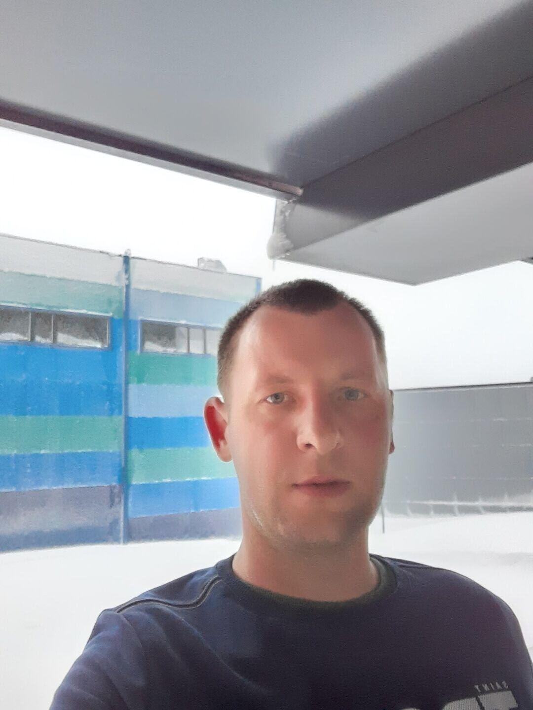 Знакомства Кировск, фото мужчины Денис, 28 лет, познакомится для флирта, любви и романтики